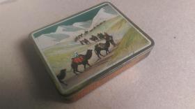 """年代不详上海国华五金制造厂出品""""雪山下、葵花牌-851""""大号(20支装)香烟盒"""