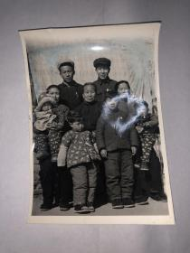 照片  一家人合影  详见图