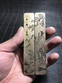 清代传世云啸堂款一琴一鹤一苍头铜镇尺,纹饰精美,包浆熟美,刻工流畅,长11.5厘米,宽2厘米,重351克。