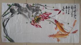 山东国画名家画锦鲤著称 王波三尺横幅写意锦鲤图,锦鲤有 好运鱼,风水鱼,水中活宝石之寓意,风水学有颜色鲜艳的鱼主爱情之说,锦鲤画旺风水,三六九二,都是得数的吉数。