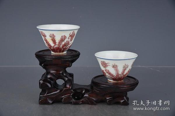 明成化釉里紅三秋杯。