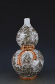 清乾隆描金礬紅墨彩山水人家紋葫蘆瓶。