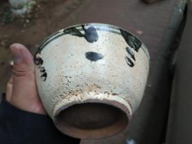 元青花碗,出土物。完好无损,水墨写意。釉有皲裂,时代气息。
