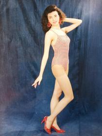 美女泳装片