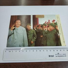 像——1970年十月一日,毛主席和他的亲密战友林彪副主席在天安门城楼上,和首都军民一起庆祝中华人民共和国成立二十一周年