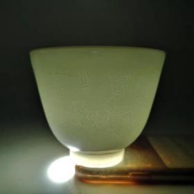 白瓷刻花薄胎龙纹杯