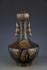 清乾隆古銅釉描金蓮藕瓶。