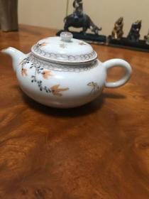 H-0516海外回流  日本茶道具 白瓷粉彩蝴蝶花卉纹 茶壶 高6.5cm 加壶流壶柄直径 约13cm,150毫升水量