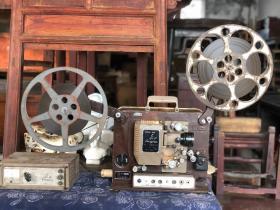 老长江牌放映机电影机,正常使用,投影正常,音质正常,完整一套。
