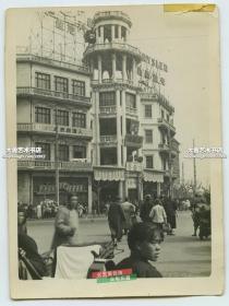 民国上海南京路大世界剧场前繁华的街道老照片,百龄楼,克莱斯勒汽车广告