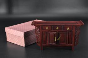 (乙7163)《微型家具摆件》原盒一件 佛龛条几 材质是酸枝 做工精致 样式精美 尺寸:24.5*7.5*13.5cm。