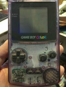 【任天堂CGB-001手掌游戏机一个】Ninfendo  Game Boy Color  CGB-001 可以正常游戏使用【配有游戏卡2张,原装变电器一个;图片为安装电池情况正常使用下拍照,品相以图片为准;请看清图片再拍,二手商品售出不退,请知悉】