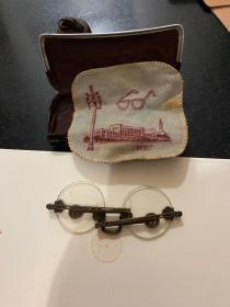 民国时期老眼镜花镜 黄铜镜腿水晶镜片带万字图案