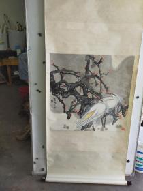 约八十年代   落款不识的大尺幅 花鸟画  八十年代精装裱 品相完好 画心尺寸70x68