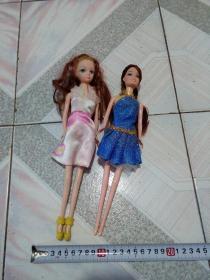 2个漂亮芭比娃娃玩具