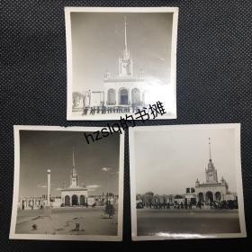 """【系列照片】早期1955年北京苏联展览馆(现北京展览馆)及周边景象3张合售,展览馆上的""""捷克斯洛伐克十年社会主义建设成就展""""文字可辨。老照片影像清晰、内容丰富,颇为难得"""