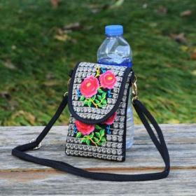 民族风刺绣红玫瑰包,少数民族工艺,富有民风情,鬼斧神工,技艺精湛可遇不可求的斜挎包单肩手机包