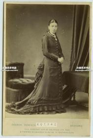清代早期大约1880年代西洋精品蛋白人物肖像照片橱柜照片~~端庄优雅的长裙女士肖像,整件16.5X10.9厘米