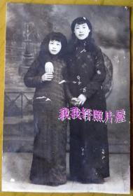 民国老照片:民国美女——闺密。【韶华胜极——民国——黑龙江齐齐哈尔——美女护士——芬姐系列】