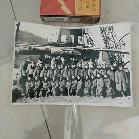 老照片,文革,军区文工团合影,前排女兵