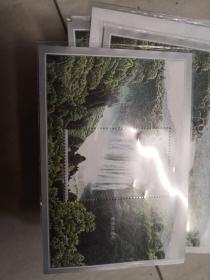 黄果树瀑布  邮票2001-13    T  面值8元一张。仅售5元。。。。。。实物图。 21号柜