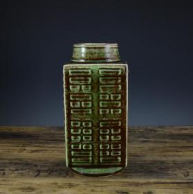 清乾隆豇豆红八卦琮式瓶