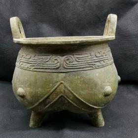 古玩铜器收藏,青铜鼎,圆腹、两耳、三足,最初作为炊具出现,后用于国家祭祀重量:3350 g