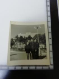 七八十年代老照片 长春长白山宾馆前合影2