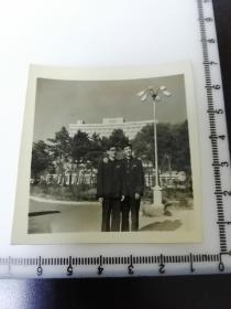 七八十年代老照片 长春长白山宾馆前合影3