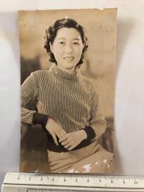 民国时期原版老照片:笑容灿烂的美女个人照片