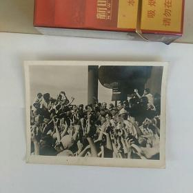 老照片,文革,天安门城楼上,毛主席、周总理等接见红卫兵……