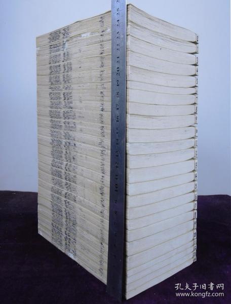 孔網首見易經古籍】清乾隆白紙精刻本【周易辨畫】舊裝24厚冊40卷全套,是書大旨,謂一卦之義在于爻,爻畫有剛有柔,因剛柔之畫而立之象,即因剛柔之畫而系以辭,其道先在于辨畫,故以為名。末有《輯圖版畫》一卷,易經版畫精美。開本闊大,白紙精刻,刻印極精,整體品佳。