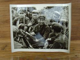 超大尺寸老照片:【※1982年,广西军区独立师步兵第三团政委--何耀东(少将,后任广州军区后勤部政委) ※】