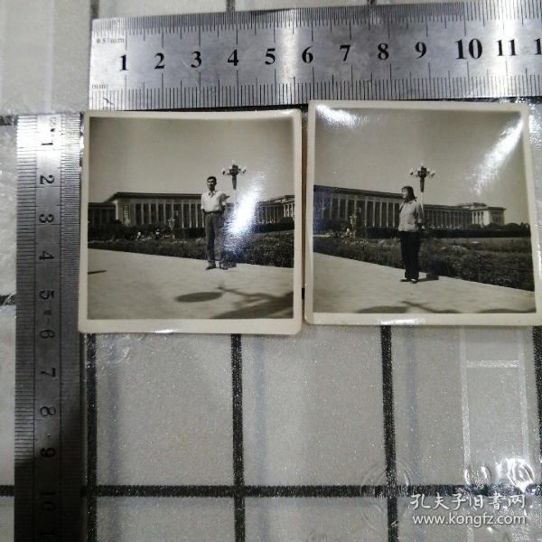 男女青年人民大会堂留影照片二张
