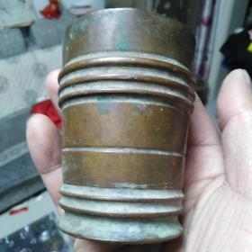 铜物件一个,具体做什么用的不清楚,年代清末,保真包老,售出不退。内壁挺厚的,份量也比较重。