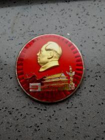 文革时期毛主席和天安门有机玻璃彩色特大像章