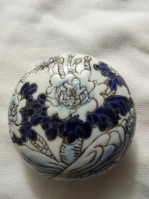江西瓷业公司款刻花牡丹纹蓝釉印泥盒