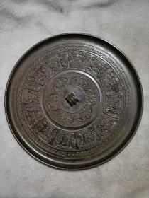 铜镜子,直径18公分,精美绝伦