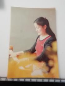 八十年代时尚美女照片 弹钢琴