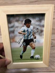 球王马拉多纳亲笔签名6寸照片