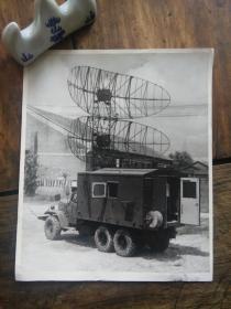七八十年代解放军雷达车(二汽东风军用卡车)老照片一张,品好包快递。
