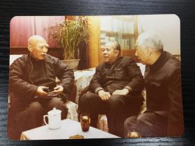 【老照片】一九八O年十一月在叶圣陶同志客厅里 叶圣陶、周而复、柯灵 周而复题跋