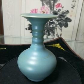瓷器【竹节花纹瓶】纯色青釉单色系。大明嘉靖年制字样款,看好图片拍.