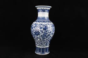 清雍正青花纏枝花卉紋蕉葉瓶