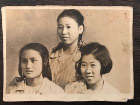 民国三姐妹合影照一幅
