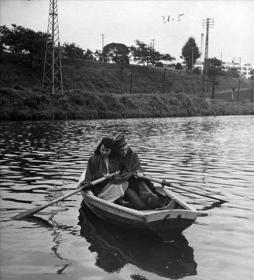 美军占领日本时军人享受日本美女历史照片14张5吋的dnd