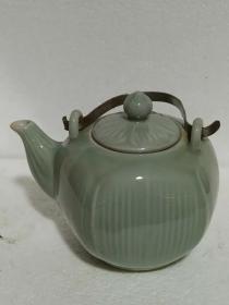 外销瓷老茶壶、瓷质细腻、造型精美、做工大气、品相完整、非常值得收藏