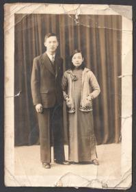 民国老照片,情侣合影,旗袍外漂亮的针织衫