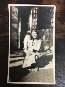 民国旗袍美女与儿童照片