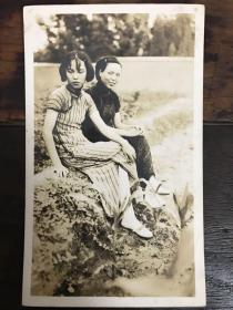 民国旗袍美女双人照一幅